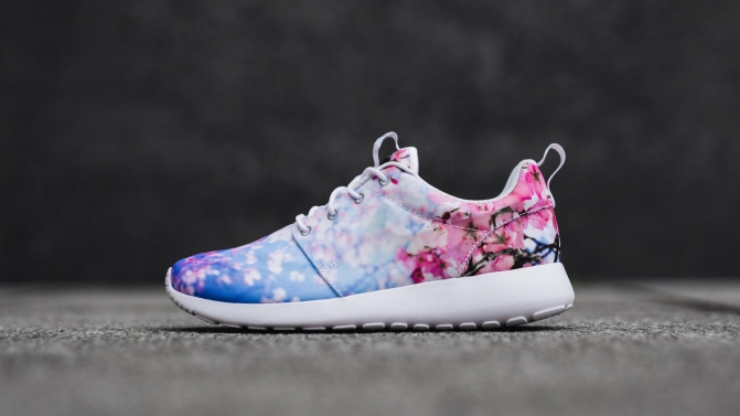 Nike_Roshe_One_Cherry_Blossom_3_hd_1600