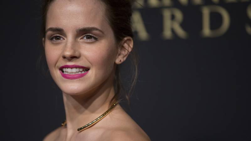 Actress Emma Watson poses at the BAFTA Los Angeles Britannia Awards at the Beverly Hilton hotel in Beverly Hills, California October 30, 2014. REUTERS/Mario Anzuoni  (UNITED STATES - Tags: ENTERTAINMENT) - RTR4C9NK