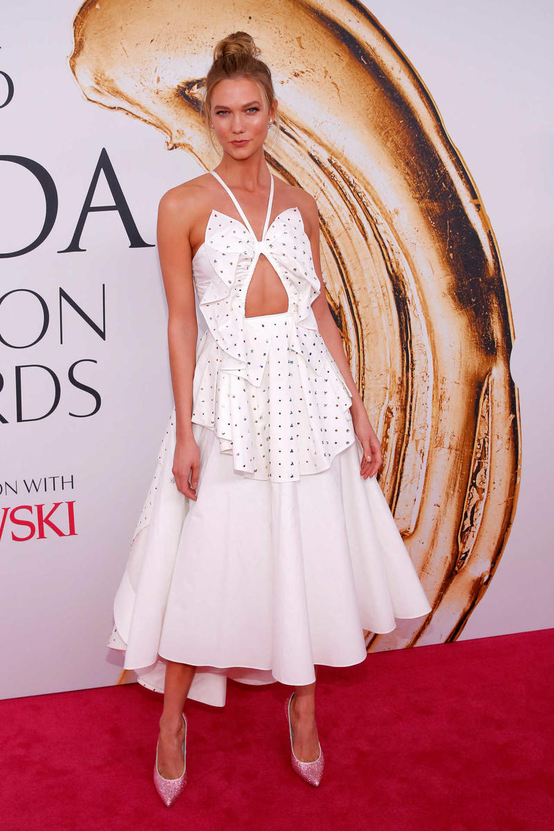 Model Karlie Kloss arrives for the 2016 CFDA Fashion Awards in Manhattan, New York, U.S.