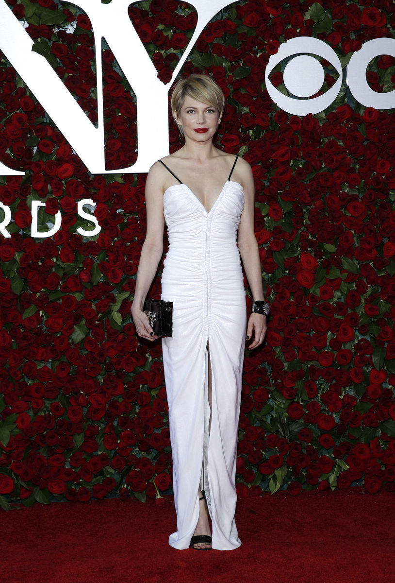 Atriz Michelle Williams, com Louis Vuitton