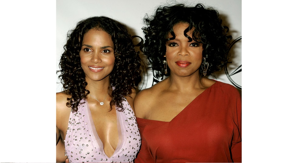 Actress Halle Berry and talk show host Oprah Winfrey (R) pose at the 16th Carousel of Hope Ball host..