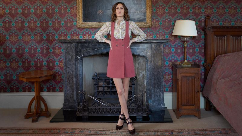 mytheresa.com x Alexa Chung_In my head_4_resultado